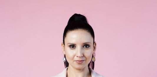 Nina Hastie - Conference Comedian MC Speaker